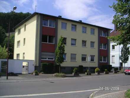 Erschwingliche und gepflegte Wohnung mit drei Zimmern und Balkon in Jünkerath