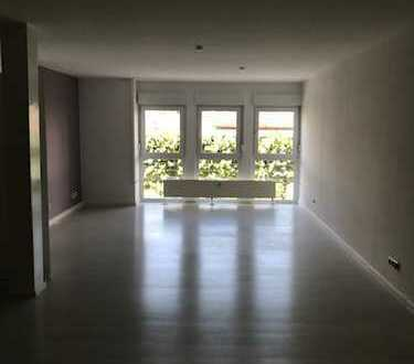 Schöne, neuwertige 4,5-Zimmer-Wohnung mit gehobener Innenausstattung zur Miete in Altenstadt