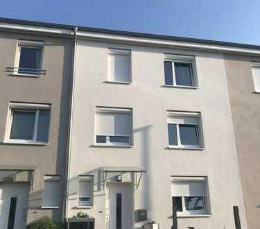 Schönes, geräumiges RMH mit vier Zimmern in Hemmingen-Arnum