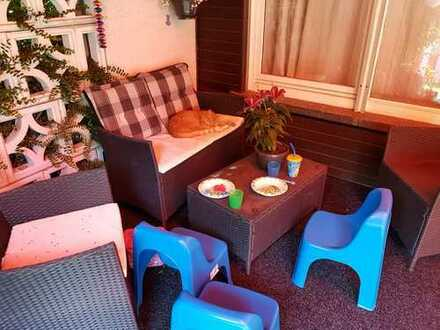Beautiful room + student nanny job with local family in a big house nearby Tram D / Bus station / Ho