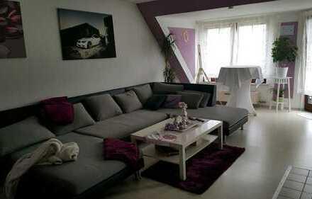 Gepflegte 3-Zimmer-DG-Wohnung mit Balkon und EBK in Hattersheim