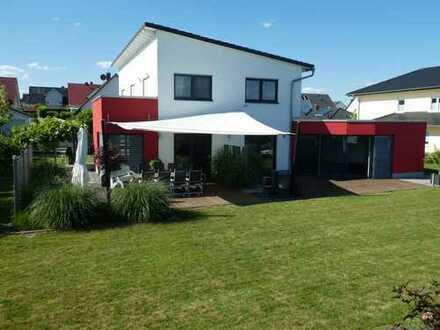 Einfamilienhaus mit Innenpool in hochwertiger Ausstattung in Münzenberg - provisionsfrei