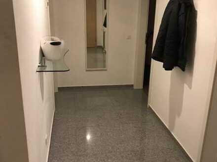 Helle , schöne , geräumige zwei Zimmer Wohnung in Osthofen mit Balkon