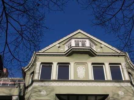 Ausgesprochen charmante Altbauwohnung im Herzen der Godesberger Innenstadt!