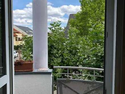 Modernisierte 2-Zimmerwohnung mit Balkon und Einbauküche in Schwetzingen