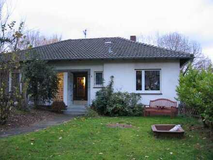 Leben im Bungalow! Wunderschön natur- und schulnah in Lev.-Lützenkirchen mit 840 m² großem Garten