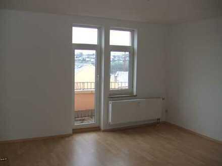 2-Raum-Wohnung mit Balkon, große Küche, Bad mit Wanne