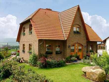 BAD SALZDETFURTH! Neues, lichtdurchflutetes Friesenhaus in ruhiger und bester Wohnlage!