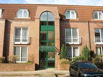 Behagliche 2 Zimmer-DG-Wohnung mit Balkon, EBK und Vollbad in Bramfeld