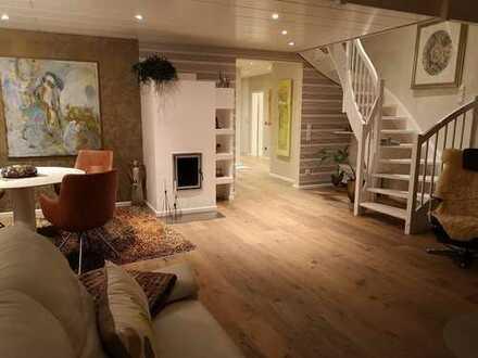 Vollständig renovierte 3-Zimmer-Maisonette-Wohnung mit Balkon und Einbauküche in Essen