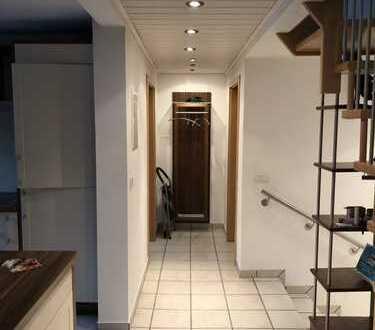 Ruhige geräumige Wohnung in Zweifamilienhaus in Schweinheim