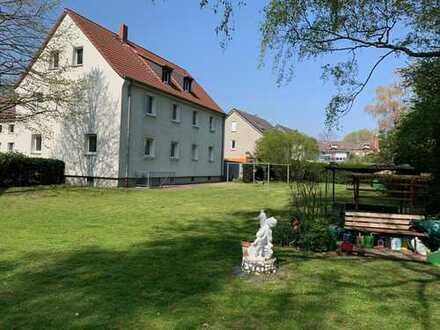 ERSTBEZUG NACH RENOVIERUNG: Helle Wohnung im Erdgeschoss, wunderschöner Garten, in ruhiger Lage