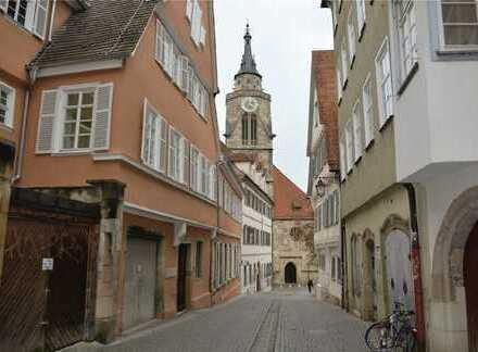Blick auf die Stiftskirche: außergewöhnliches Appartement in ruhiger Altstadtlage