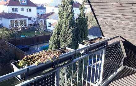 Modernisierte 2-Zimmer-DG-Wohnung (53/40qm) mit Balkon und Einbauküche in mörfelden-walldorf