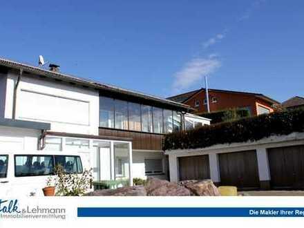 +++ sonniges Zweifamilienhaus in bester Lage mit großem Grundstück und Garagen +++