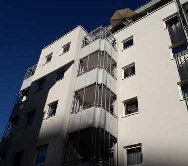 Gepflegte 1-Zimmer-Wohnung mit EBK, Balkon, Keller und Tiefgarage im Zentrum von Offenbach