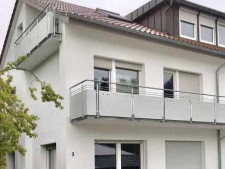 Modernisierte Dachgeschosswohnung mit vier Zimmern sowie Balkon und Einbauküche in Frickenhausen
