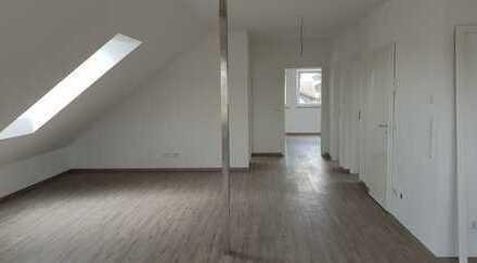 Schöne drei Zimmer Dachgeschosswohnung im Zentrum von Reichertshofen