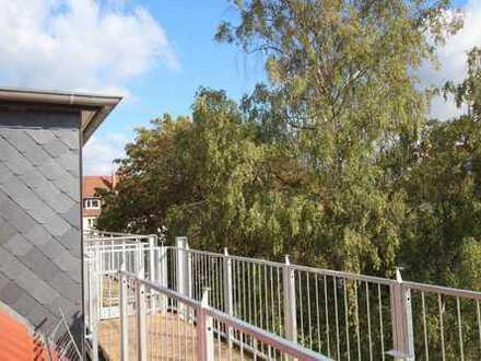 Ihr Traum: komplett neu ausgebaute Dachgeschosswohnung mit großer Dach-Terrasse