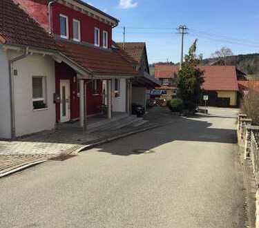 Wunderschöne & geräumige Doppelhaushälfte in TOP-Zustand in St. Johann/Lonsingen!