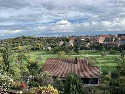 Reiheneckhaus in schönster Aussichtslage, Gartenanteil, Kaminofen, neue Böden, frisch gestrichen