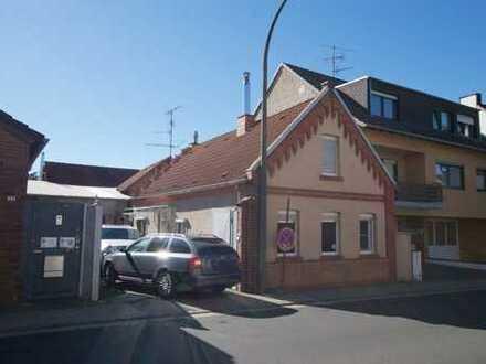 Erftstadt- Kierdorf, Altbau, Lagerflächen + Monteurzimmer, Einbauküche