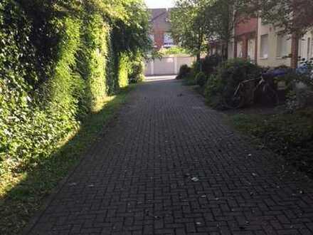 Reihenmittelhaus mit Garten und Garagenabstellplatz in einer Seitenstraße in Düsseldorf-Wittlaer
