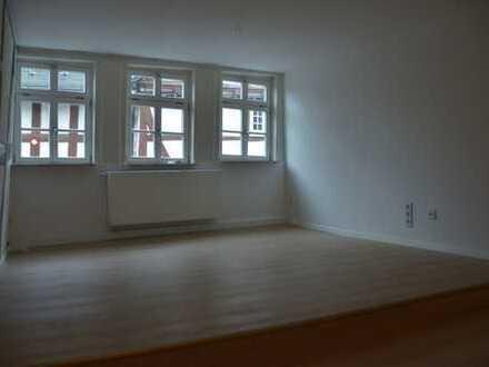Erstbezug nach Sanierung: freundliche 3-Zimmer-Wohnung in Herborns Innenstadt (Kornmarkt)