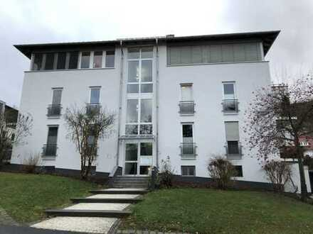 PENTHOUSE MIT FERNBLICK! Großzügiges, modernes Penthouse mit 2 TG-Stellplätzen in Bad Wilhelmshöhe