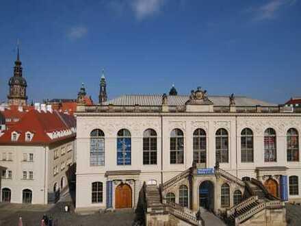 * in bester Lage am Neumarkt - Wohnung mit Süd-Balkon und historischem Blick *