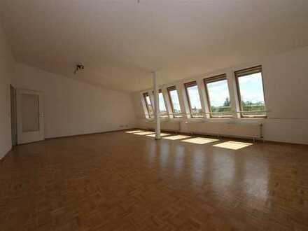 Attraktive 2-Zimmer-DG-Wohnung mit EBK in Mariendorf (Tempelhof), Berlin