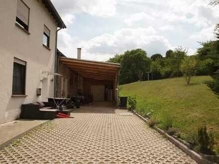 Moderne, helle und sehr gepflegte Wohnung mit separatem Hauseingang in grenznaher idyllischer Ortsra
