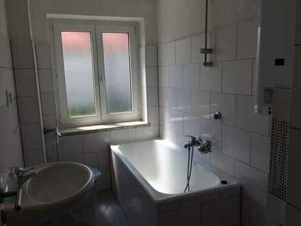 Ruhige, 2017 wunderschön renovierte 3 Zimmer Wohnung im 2. OG