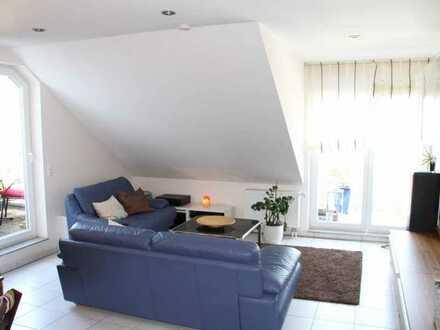 Von Privat : gemütliche Dachgeschosswohnung mit Studio inkl. TG-Stellplatz
