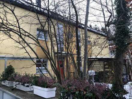 Helle, großzügige 5-Zimmer-Maisonette-Wohnung mit 2 Loggien und Balkon on on Perlach, München