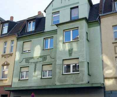 *Renovierte & gut geschnittene Erdgeschosswohnung sucht Mieter!*