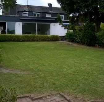 Schönes, geräumiges Haus mit fünf Zimmern, großer Terrasse und ruhigem Garten in Essen, Freisenbruch