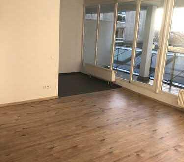 Lichtdurchflutete 3-Raum-Wohnung mit großem Balkon sucht Nachmieter