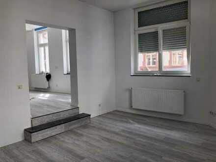 Das Haus: Denkmalschutz - Die Wohnung: topmoderne 2 ZKB mit tollem Bad - Die Lage: zentral