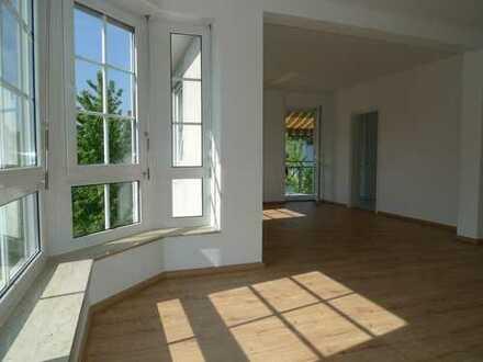 Megaschöne 2 sonnige Zimmer mit Balkon in super Lage