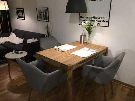 Stilvolle, neuwertige 2-Zimmer-Wohnung mit Balkon und EBK in Offenbach