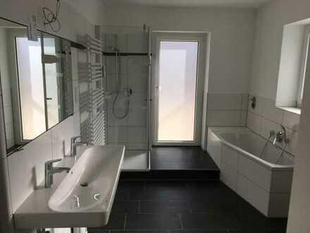sonnige, top-sanierte 2-Zi.-Wohnung in E-Heisingen mit großer Dachterrasse