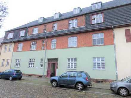 Zentral gelegene 2-Zimmer-Wohnung mit Einbauküche in TOPLAGE (Altstadt/Seenähe)