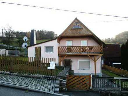 Von der Stadt ins Dorf! Teilsaniertes Einfamilienhaus!