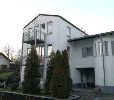 6-Zimmer-Wohnung mit Balkon und Terrasse in Lindlar-Bolzenbach (6 Zi.Kü.Di.Bad zzgl. 1 Gäste WC)
