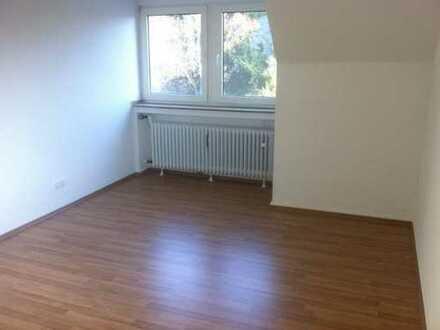 Schöne 2 Zimmer Dachgeschoss Wohnung