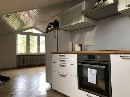 Erstbezug nach Sanierung: stilvolle 1,5-Zimmer-DG-Wohnung mit Einbauküche in Stockdorf-Gauting