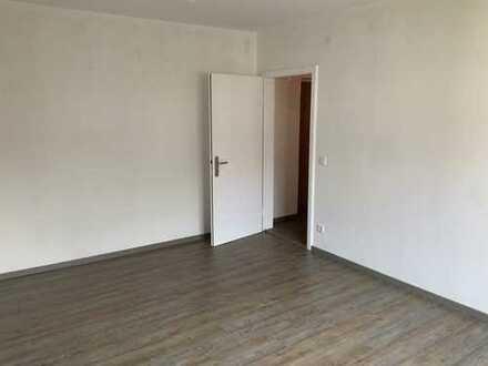 Stilvolle, vollständig renovierte 2-Zimmer-Wohnung mit Balkon in Augsburg