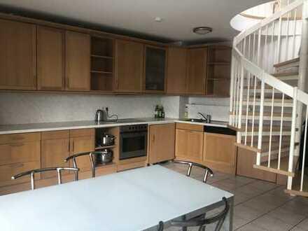 Gepflegte 2,5-Zimmer-Maisonette-Wohnung mit Balkon und Einbauküche in Ulm