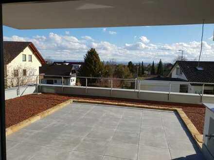Erstbezug: exklusive 3-Zimmer-Wohnung in Herrenberg. Mit EBK und großer Terrasse